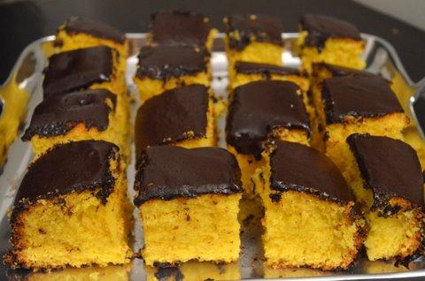 bolo-de-cenoura-com-cobertura-de-chocolate-facil-de-fazer-simples-gostoso-rapido-receitas-faceis-de-bolo